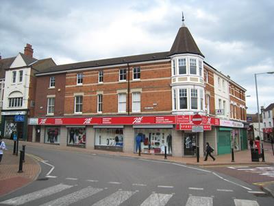 TO LET - Prominent town centre retail premises