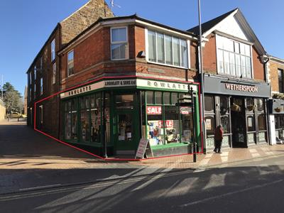 TO LET - Town centre A1 retail unit