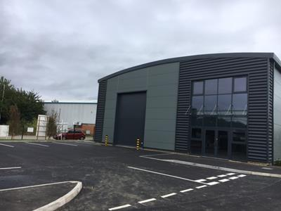 TO LET - 3,817 SQ FT MODERN BUSINESS UNIT