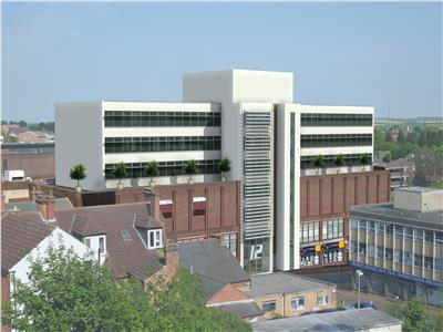 TO LET: HQ styles offices within prominent town centre building
