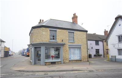 TO LET: Retail Premises in Popular Market Town