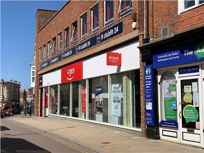 TO LET: Substantial Prime Town Centre Retail Unit